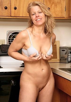 Free MILF Kitchen Porn Pictures