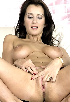 Free MILF Masturbation Porn Pictures