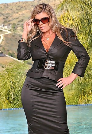 Free Glamour MILF Porn Pictures