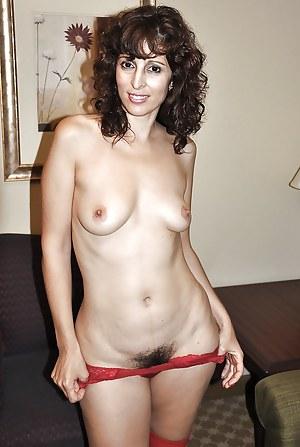 Free Arab MILF Porn Pictures
