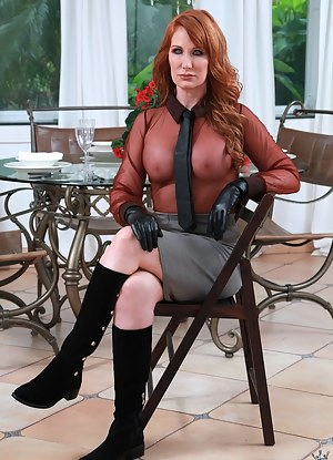 Free MILF Gloves Porn Pictures
