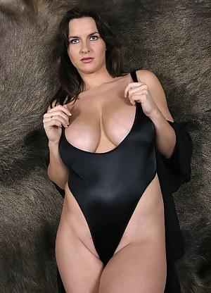 Milf Swimsuit Porn