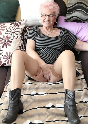 Free MILF Boots Porn Pictures