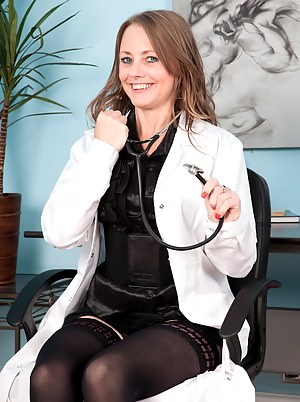 Free MILF Doctor Porn Pictures