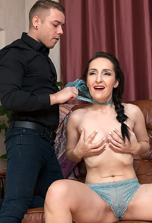 Free MILF Choking Porn Pictures