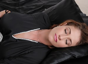 Free MILF Sleeping Porn Pictures