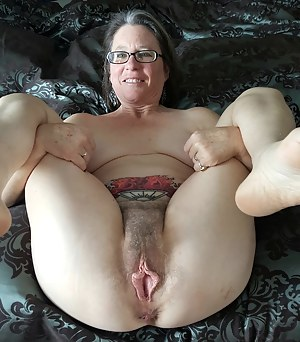 Free Big Pussy MILF Porn Pictures