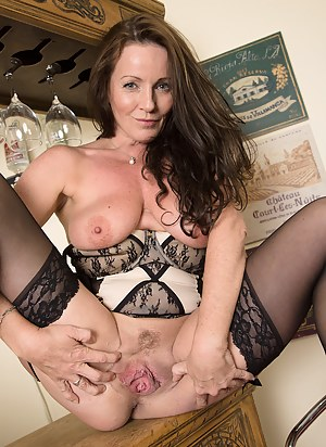 Free MILF Spread Pussy Porn Pictures